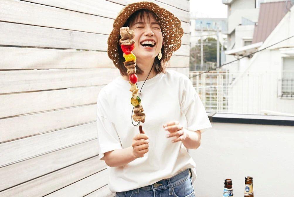 永远一张娃娃脸的棉花糖女孩弘中绫香写真作品 (36)