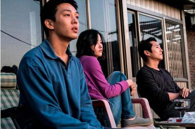 韩国悬疑电影《燃烧》穷人就如同落入井中的人一样仰望天空又无法逃脱 (5)