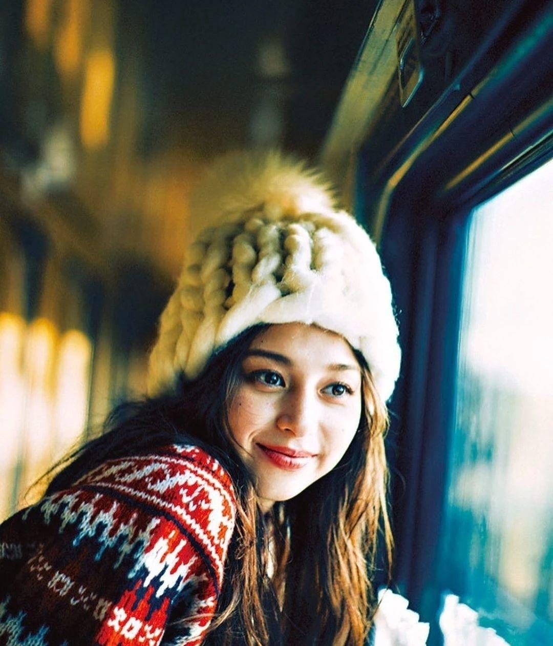 女性最想要的混血颜并且有彩妆种草机之称的中条彩未写真作品 (3)