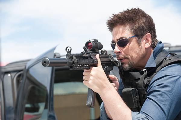 电影《怒火边界》十分善于营造紧张枪战气氛 (1)