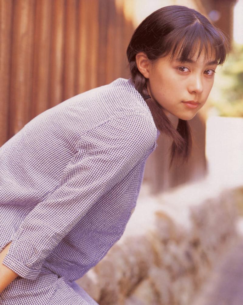 被锁在保险柜里的日本艺人吹石一惠的写真作品 (25)