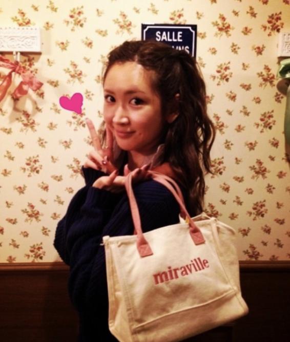 事业经营不错的纱荣子和小自己17岁的疑似男友交往 (10)