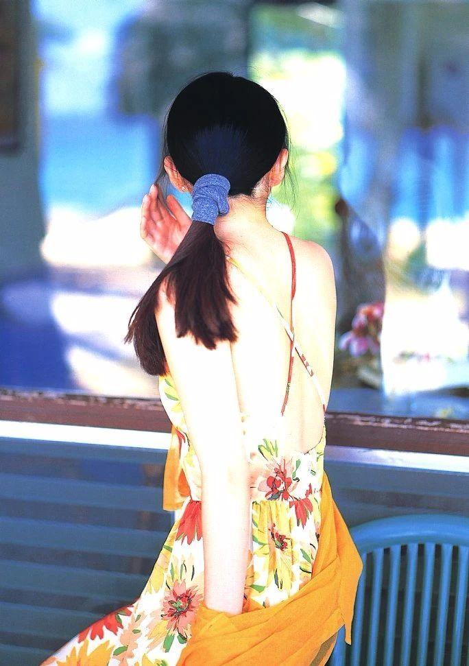 最禁欲魔性之女叶月里绪菜写真作品 (70)