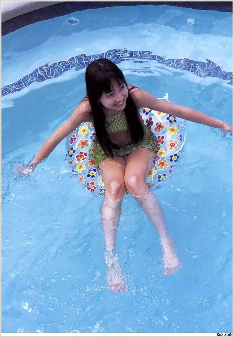 形象纯过蒸馏水的黑川智花《少女觉醒》的写真作品 (32)