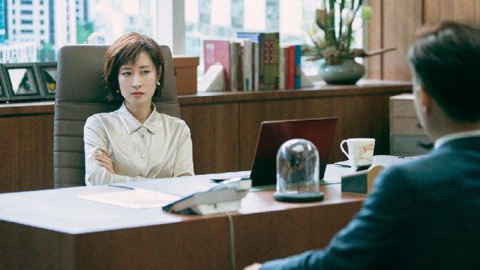 陷入家族企业权斗的老板遗孀-前方高能