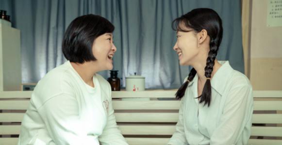 《你好,李焕英》里, 十九年后,李焕英和王琴的境遇差异-前方高能