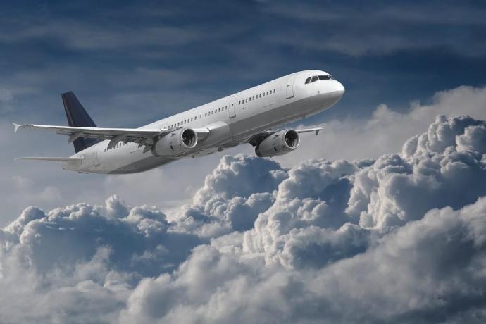 南通兴东机场,飞机被吹调了个头